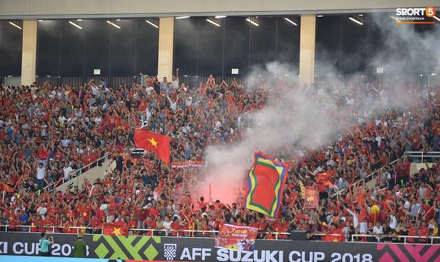 Đừng vội ăn mừng sau trận thắng Malaysia, tuyển Việt Nam sẽ phải đối diện án phạt vì những hành động thiếu kiềm chế này! - Ảnh 2.