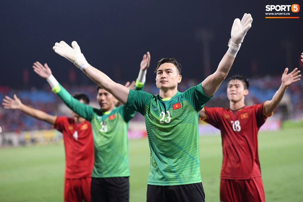 Sau chiến thắng trước Malaysia, Trọng Ỉn lại trở về bên vòng tay của Tư Dũng - Ảnh 6.