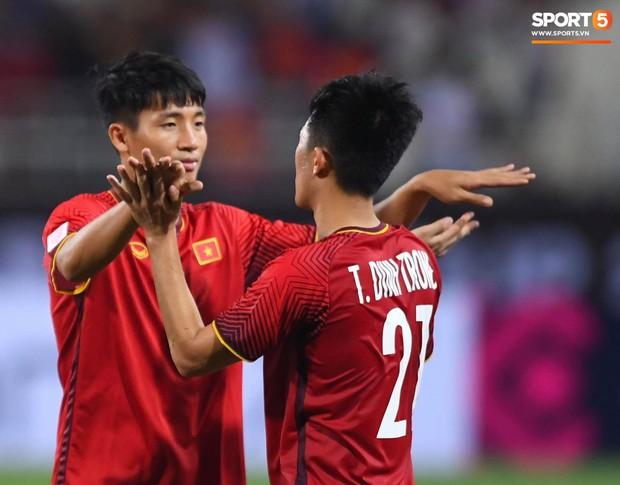 Sau chiến thắng trước Malaysia, Trọng Ỉn lại trở về bên vòng tay của Tư Dũng - Ảnh 3.