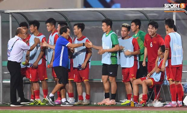 Sau chiến thắng trước Malaysia, Trọng Ỉn lại trở về bên vòng tay của Tư Dũng - Ảnh 7.