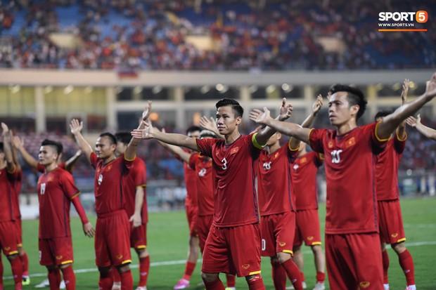 Sau chiến thắng trước Malaysia, Trọng Ỉn lại trở về bên vòng tay của Tư Dũng - Ảnh 1.