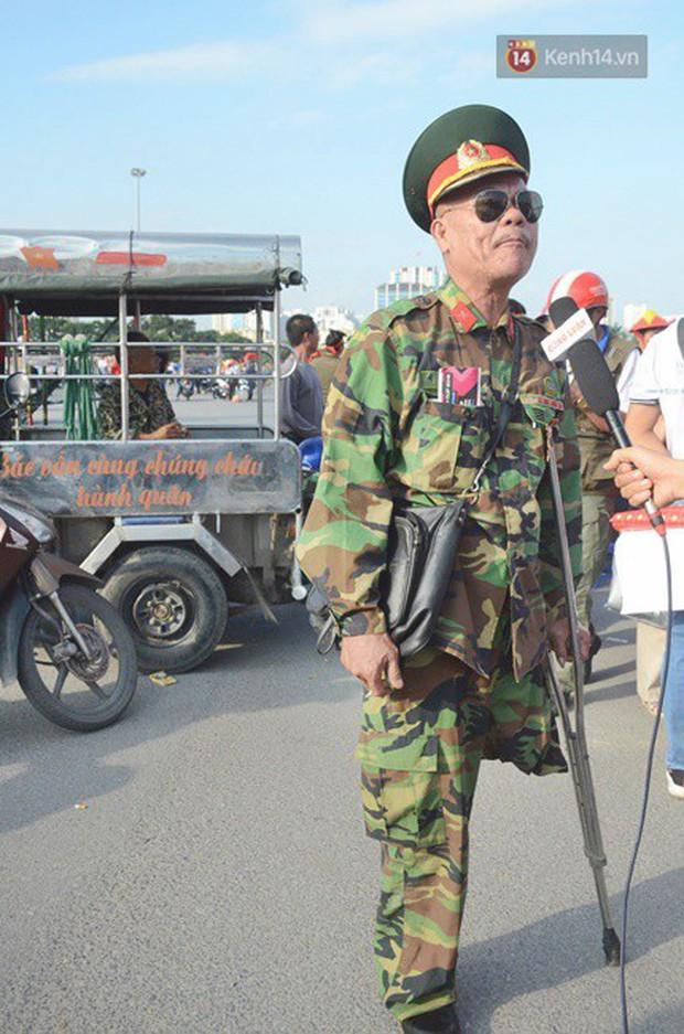 Những CĐV đặc biệt của trận Việt Nam vs Malaysia: Mặc bộ đồ tự tay làm từ hơn 10 năm trước, cổ vũ đội tuyển nước nhà bất kể ở đâu - Ảnh 2.