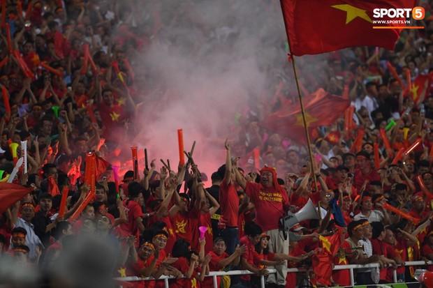 Đừng vội ăn mừng sau trận thắng Malaysia, tuyển Việt Nam sẽ phải đối diện án phạt vì những hành động thiếu kiềm chế này! - Ảnh 3.