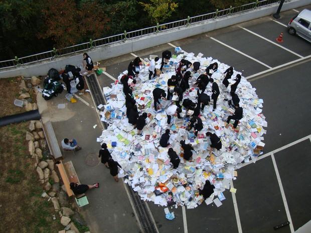 Hậu kỳ thi ĐH khốc liệt hàng đầu thế giới ở Hàn Quốc: Học sinh thi nhau vứt sách vở, quẩy tới bến chấm dứt 12 năm đèn sách - Ảnh 5.