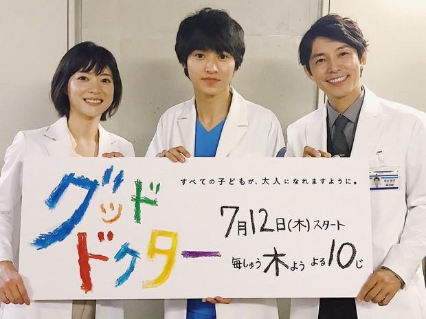 Yamazaki Kento: Từ hoàng tử shoujo mặt đơ đến nam chính xuất sắc giải thưởng truyền hình Nhật Bản - Ảnh 1.