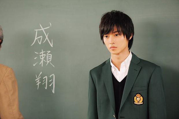 Yamazaki Kento: Từ hoàng tử shoujo mặt đơ đến nam chính xuất sắc giải thưởng truyền hình Nhật Bản - Ảnh 14.