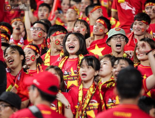 CĐV Malaysia buồn thiu khi đội nhà bại trận tại Mỹ Đình dù trước đó diễu hành thị uy khắp phố cổ Hà Nội - Ảnh 15.