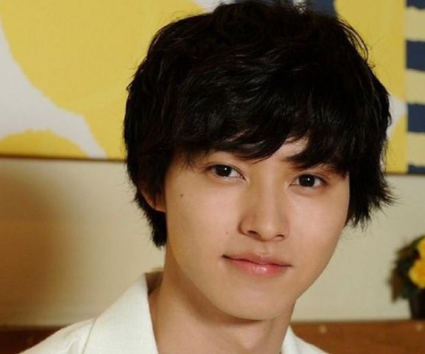 Yamazaki Kento: Từ hoàng tử shoujo mặt đơ đến nam chính xuất sắc giải thưởng truyền hình Nhật Bản - Ảnh 4.