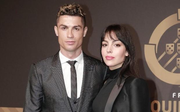 Thông tin về cô gái vừa được Cristiano Ronaldo cầu hôn: Người mẫu 9X thân hình nóng bỏng, cha là trùm ma túy - Ảnh 6.