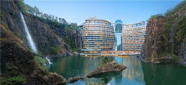 Khai trương khách sạn dưới lòng đất đầu tiên trên thế giới - Ảnh 1.