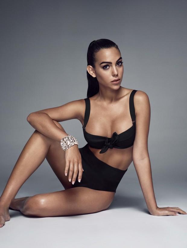 Thông tin về cô gái vừa được Cristiano Ronaldo cầu hôn: Người mẫu 9X thân hình nóng bỏng, cha là trùm ma túy - Ảnh 1.