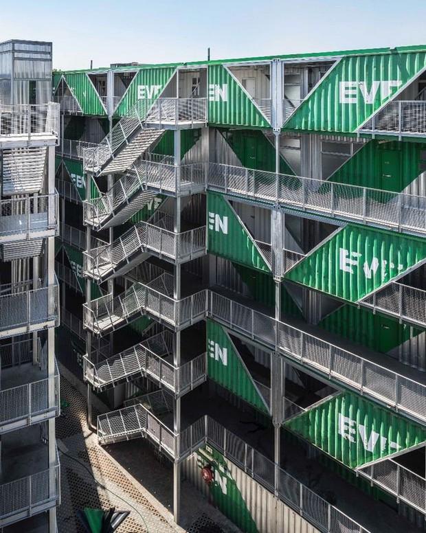 """Tham quan """"khu chung cư"""" độc đáo tại Nam Phi, nơi cư dân sinh sống trong 140 container đầy đủ tiện nghi - Ảnh 2."""