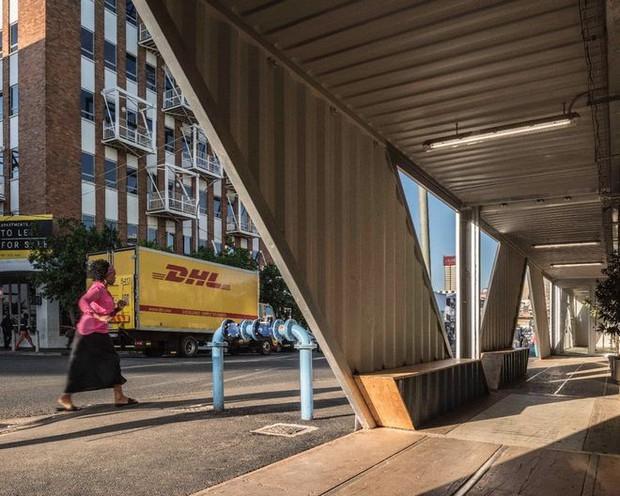 """Tham quan """"khu chung cư"""" độc đáo tại Nam Phi, nơi cư dân sinh sống trong 140 container đầy đủ tiện nghi - Ảnh 13."""