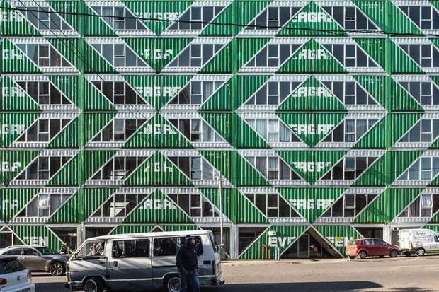 """Tham quan """"khu chung cư"""" độc đáo tại Nam Phi, nơi cư dân sinh sống trong 140 container đầy đủ tiện nghi - Ảnh 15."""