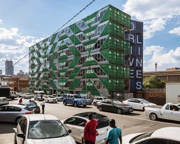 """Tham quan """"khu chung cư"""" độc đáo tại Nam Phi, nơi cư dân sinh sống trong 140 container đầy đủ tiện nghi - Ảnh 4."""
