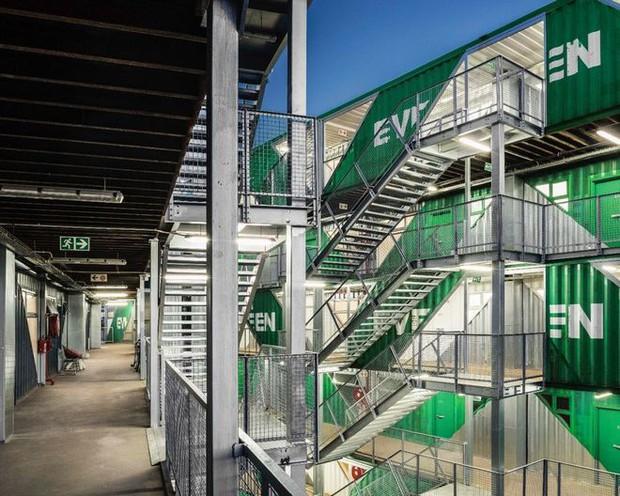 """Tham quan """"khu chung cư"""" độc đáo tại Nam Phi, nơi cư dân sinh sống trong 140 container đầy đủ tiện nghi - Ảnh 8."""