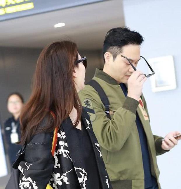 Vợ chồng Viên Vịnh Nghi - Trương Trí Lâm cãi nhau tại sân bay, mặt nặng mày nhẹ cả dọc đường - Ảnh 2.