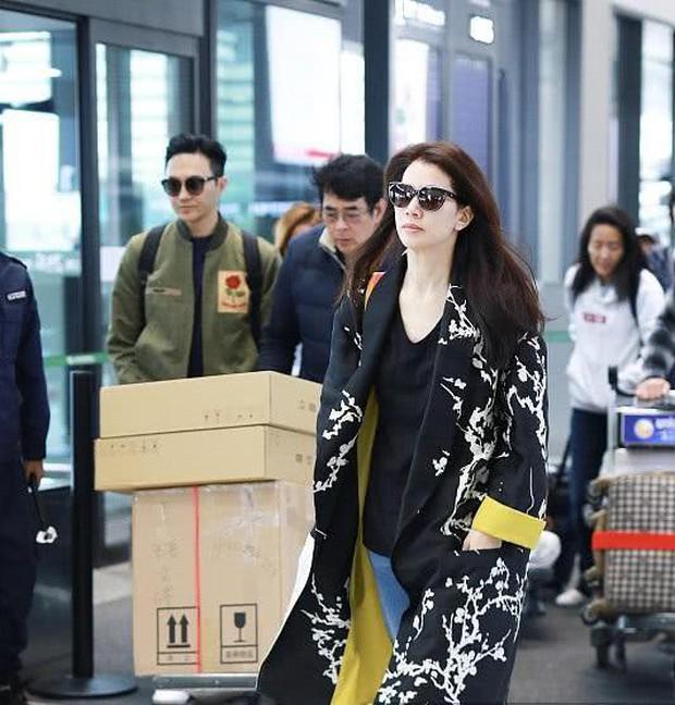 Vợ chồng Viên Vịnh Nghi - Trương Trí Lâm cãi nhau tại sân bay, mặt nặng mày nhẹ cả dọc đường - Ảnh 8.