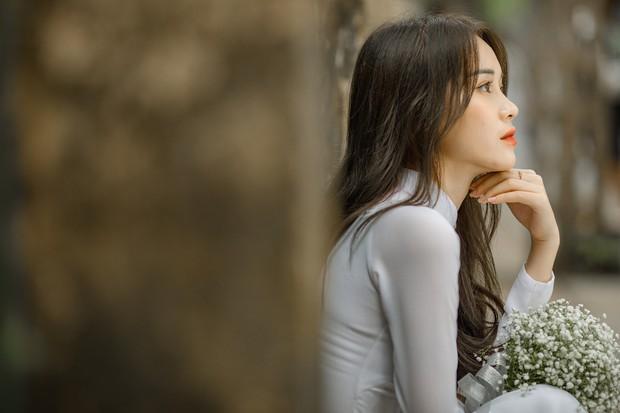 Diện áo dài cực xinh trong bộ ảnh kỷ yếu, Á khôi sinh viên Việt Nam được nhận xét tựa bản sao Nam Em, thần thái còn sang hơn - Ảnh 2.
