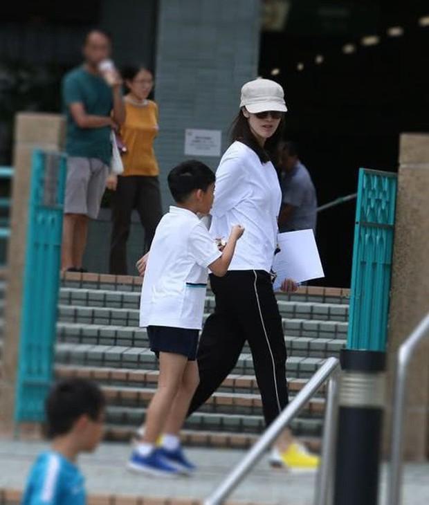 Lấy chồng đại gia, Hoa hậu đẹp nhất lịch sử Hong Kong khoe nhan sắc U50 sang chảnh, mặn mà - Ảnh 8.