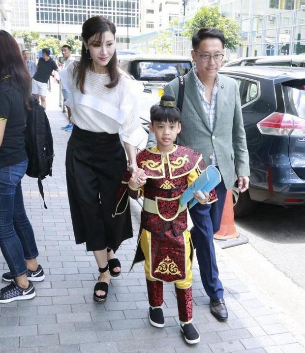 Lấy chồng đại gia, Hoa hậu đẹp nhất lịch sử Hong Kong khoe nhan sắc U50 sang chảnh, mặn mà - Ảnh 9.