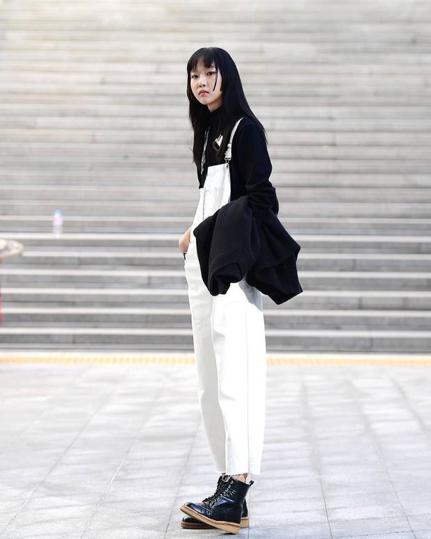 Tuyển tập bí kíp mặc đẹp ngày se lạnh dành cho bạn nằm cả ở street style tuần qua của giới trẻ Hàn - Ảnh 9.