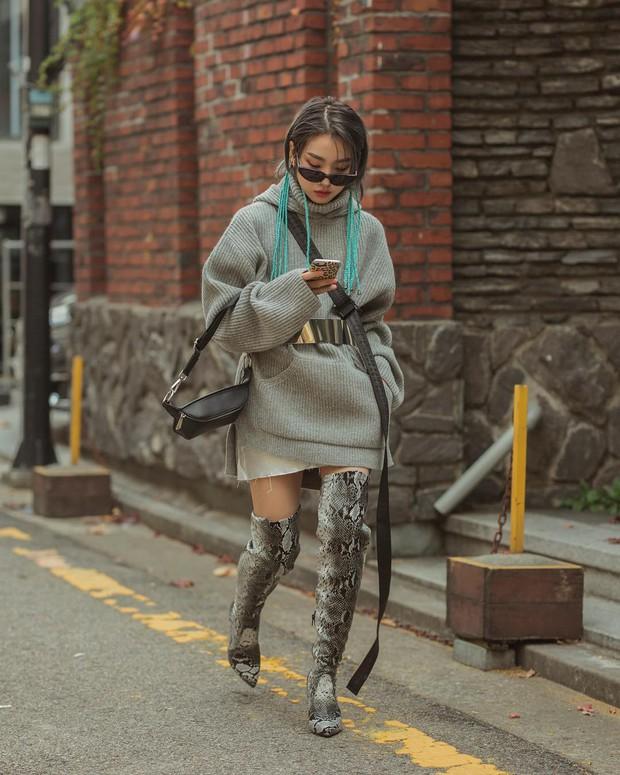 Tuyển tập bí kíp mặc đẹp ngày se lạnh dành cho bạn nằm cả ở street style tuần qua của giới trẻ Hàn - Ảnh 11.