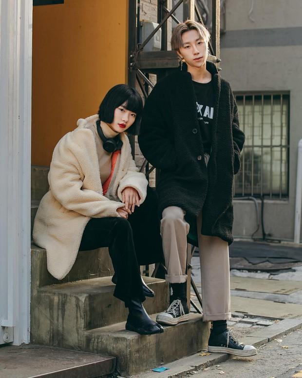Tuyển tập bí kíp mặc đẹp ngày se lạnh dành cho bạn nằm cả ở street style tuần qua của giới trẻ Hàn - Ảnh 4.