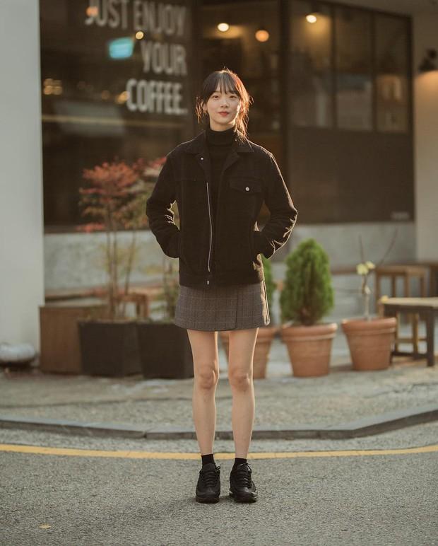 Tuyển tập bí kíp mặc đẹp ngày se lạnh dành cho bạn nằm cả ở street style tuần qua của giới trẻ Hàn - Ảnh 6.