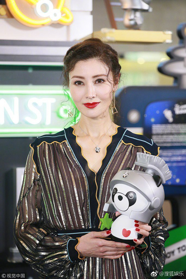 Lấy chồng đại gia, Hoa hậu đẹp nhất lịch sử Hong Kong khoe nhan sắc U50 sang chảnh, mặn mà - Ảnh 4.