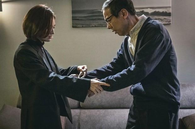 4 cặp cha con đặc biệt nhất trong loạt phim Hàn 2018 - Ảnh 34.