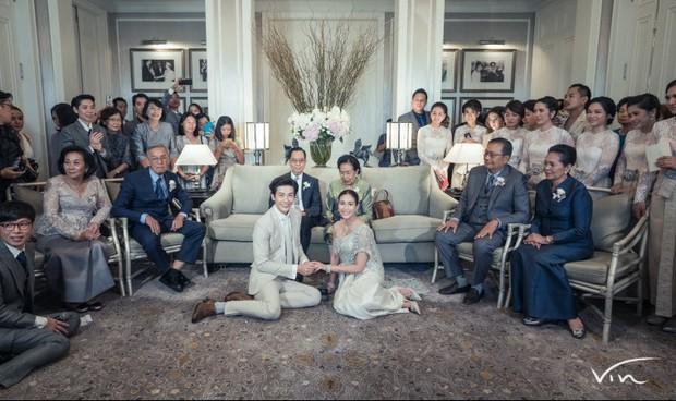Ảnh cưới đẹp như phim của cặp quyền lực Tbiz Push Puttichai và Jooy: Xúc động nhất là giọt nước mắt sau bao khó khăn - Ảnh 7.