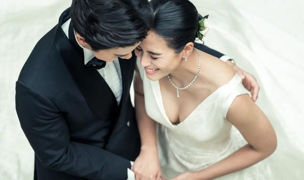 Ảnh cưới đẹp như phim của cặp quyền lực Tbiz Push Puttichai và Jooy: Xúc động nhất là giọt nước mắt sau bao khó khăn - Ảnh 11.
