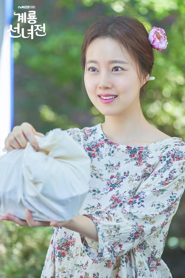 5 lí do khiến bạn không thể không yêu cô tiên Moon Chae Won chờ chồng trăm năm để đòi lại xiêm y - Ảnh 23.