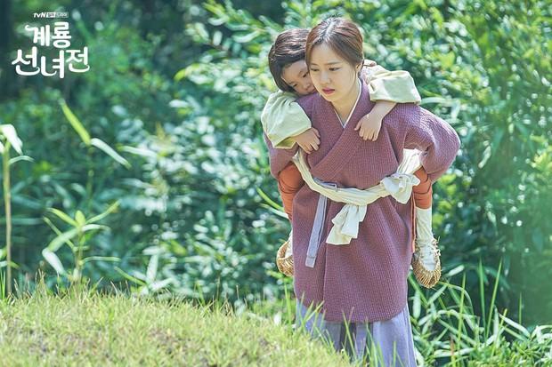 5 lí do khiến bạn không thể không yêu cô tiên Moon Chae Won chờ chồng trăm năm để đòi lại xiêm y - Ảnh 10.