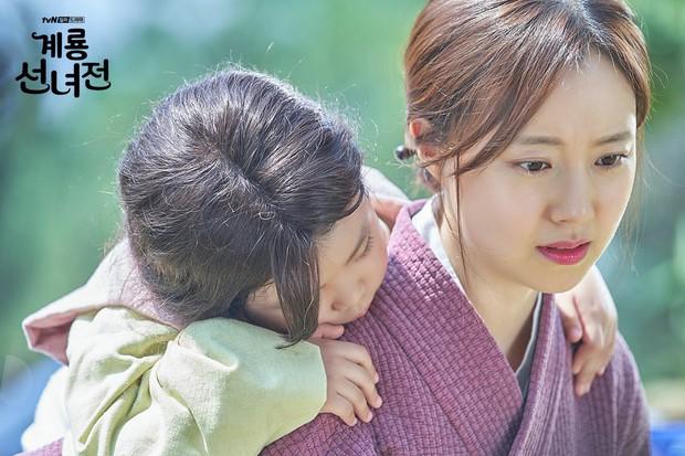 5 lí do khiến bạn không thể không yêu cô tiên Moon Chae Won chờ chồng trăm năm để đòi lại xiêm y - Ảnh 11.