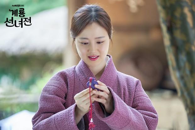 5 lí do khiến bạn không thể không yêu cô tiên Moon Chae Won chờ chồng trăm năm để đòi lại xiêm y - Ảnh 2.