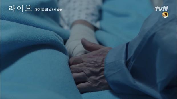 4 cặp cha con đặc biệt nhất trong loạt phim Hàn 2018 - Ảnh 23.