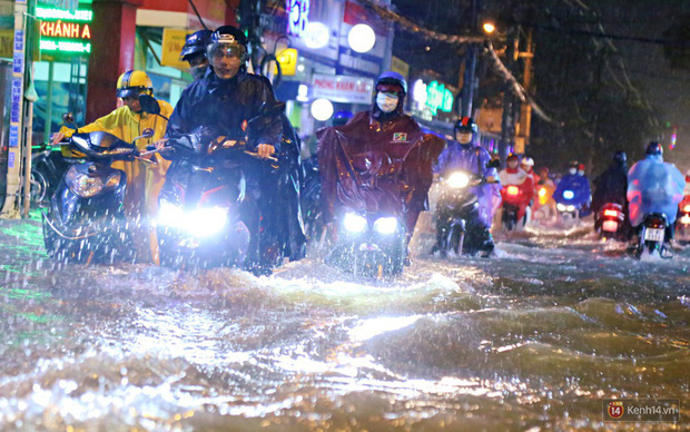 Biển đông xuất hiện áp thấp nhiệt đới, Sài Gòn có thể mưa to từ đêm nay và những ngày tới - Ảnh 1.