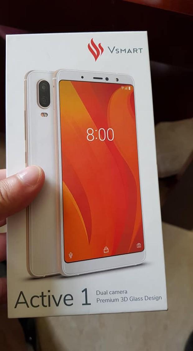 Smartphone đầu tiên của Vingroup - VSmart Active 1 - bất ngờ lộ diện: Sản xuất ở Việt Nam, thiết kế tại châu Âu? - Ảnh 1.