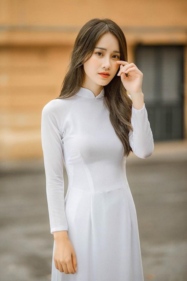 Diện áo dài cực xinh trong bộ ảnh kỷ yếu, Á khôi sinh viên Việt Nam được nhận xét tựa bản sao Nam Em, thần thái còn sang hơn - Ảnh 5.