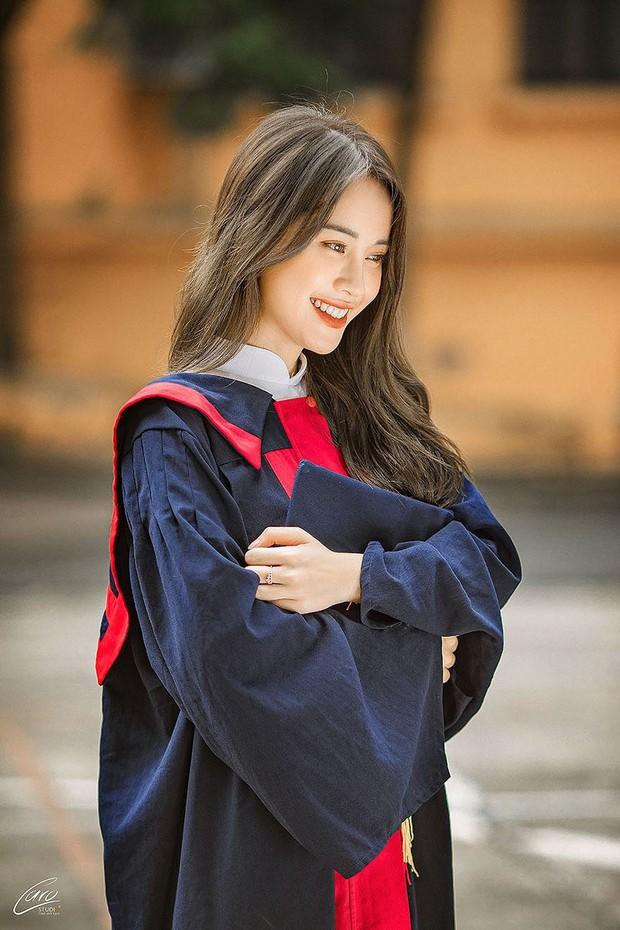 Diện áo dài cực xinh trong bộ ảnh kỷ yếu, Á khôi sinh viên Việt Nam được nhận xét tựa bản sao Nam Em, thần thái còn sang hơn - Ảnh 7.