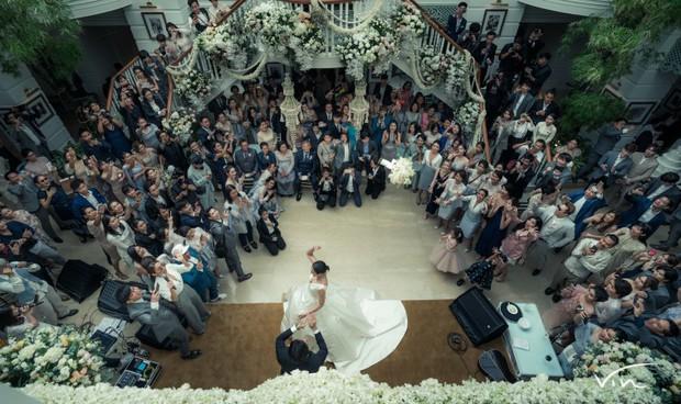 Ảnh cưới đẹp như phim của cặp quyền lực Tbiz Push Puttichai và Jooy: Xúc động nhất là giọt nước mắt sau bao khó khăn - Ảnh 12.