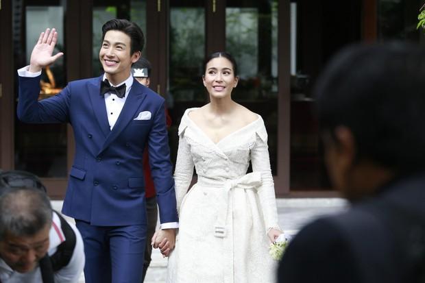 Ảnh cưới đẹp như phim của cặp quyền lực Tbiz Push Puttichai và Jooy: Xúc động nhất là giọt nước mắt sau bao khó khăn - Ảnh 13.