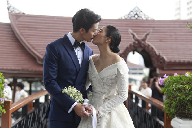Ảnh cưới đẹp như phim của cặp quyền lực Tbiz Push Puttichai và Jooy: Xúc động nhất là giọt nước mắt sau bao khó khăn - Ảnh 14.