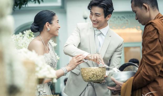 Ảnh cưới đẹp như phim của cặp quyền lực Tbiz Push Puttichai và Jooy: Xúc động nhất là giọt nước mắt sau bao khó khăn - Ảnh 2.