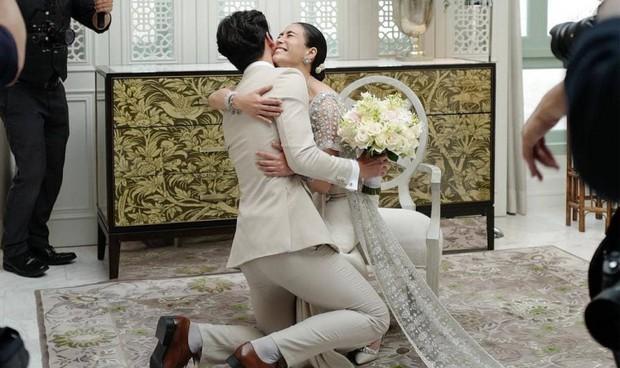 Ảnh cưới đẹp như phim của cặp quyền lực Tbiz Push Puttichai và Jooy: Xúc động nhất là giọt nước mắt sau bao khó khăn - Ảnh 9.