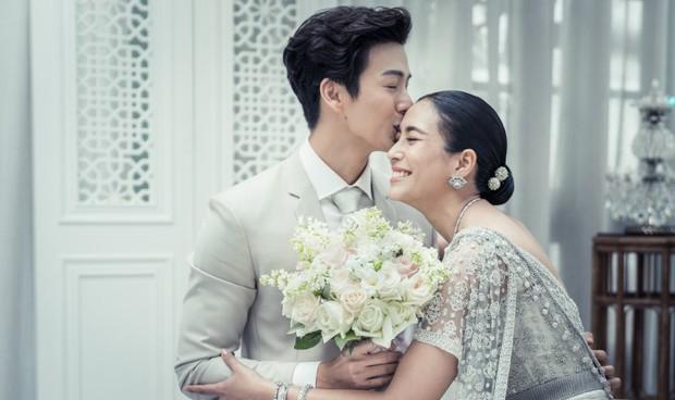Ảnh cưới đẹp như phim của cặp quyền lực Tbiz Push Puttichai và Jooy: Xúc động nhất là giọt nước mắt sau bao khó khăn - Ảnh 10.