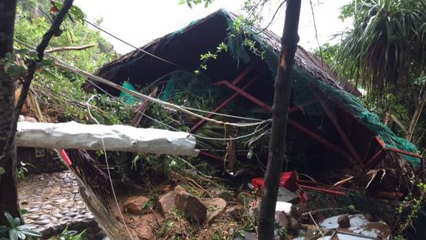 Chùm ảnh ngập lụt kinh hoàng qua Nha Trang, Khánh Hoà: Ô tô bơi như tàu ngầm, đồ vật trong nhà chìm trong biển nước - Ảnh 17.