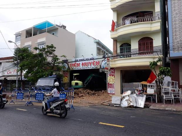 Mưa lớn gây sạt lở nghiêm trọng ở TP Nha Trang: Đã có 10 người chết, nhiều người bị thương, mất tích - Ảnh 2.